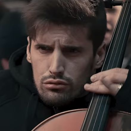 2Cellos doen Eye of the Tiger, inderdaad, op 2 Chello's