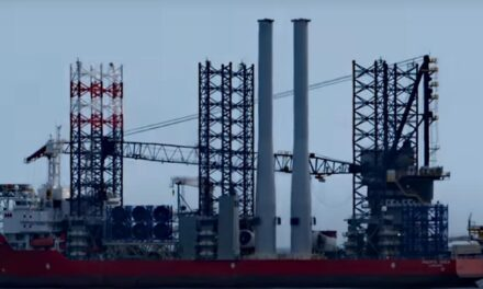 Timelapse video van bouw windmolen op zee