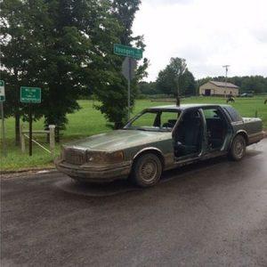 Man, onder invloed van drugs, reed in auto zonder deuren en met een bijl in het dak