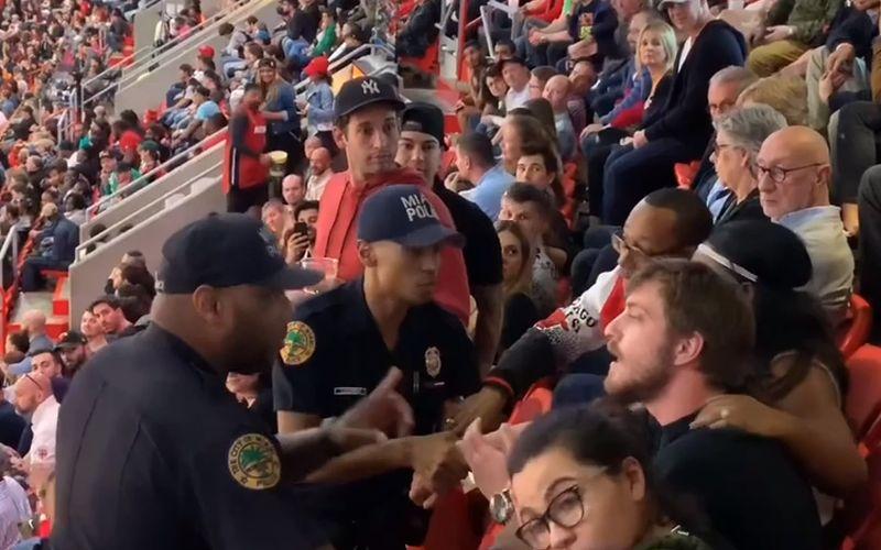 Politieagenten en supporter nemen de snelste weg naar beneden in stadion