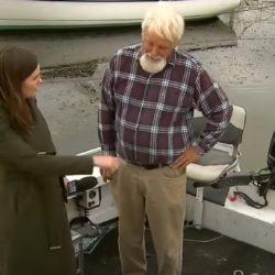 Levensgevaarlijke slang verstekeling op klein vissersbootje
