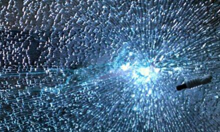 Glas aan gruzelementen, maar dan in super slow motion
