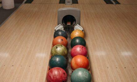 Man vindt 160 bowlingballen onder zijn huis