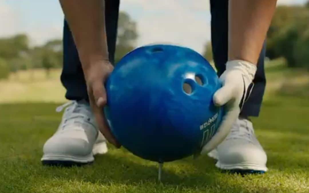 Balsporten met een bowlingbal